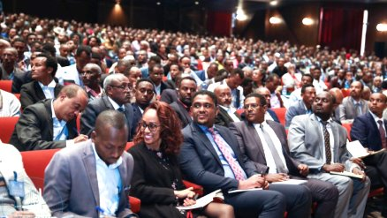 Ethiopia Premier discusses education roadmap with 3,696 teachers